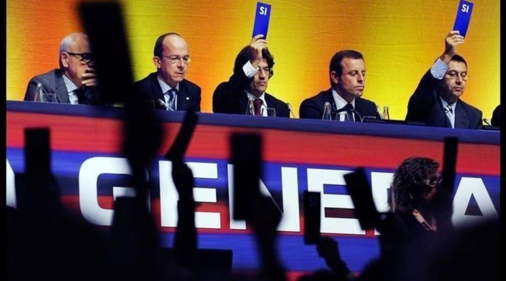 Sandro Rosell, Josep Maria Bartomeu, Toni Freixa, Jordi Cardoner i Carles Vilarrubí en assemblea de compromissaris